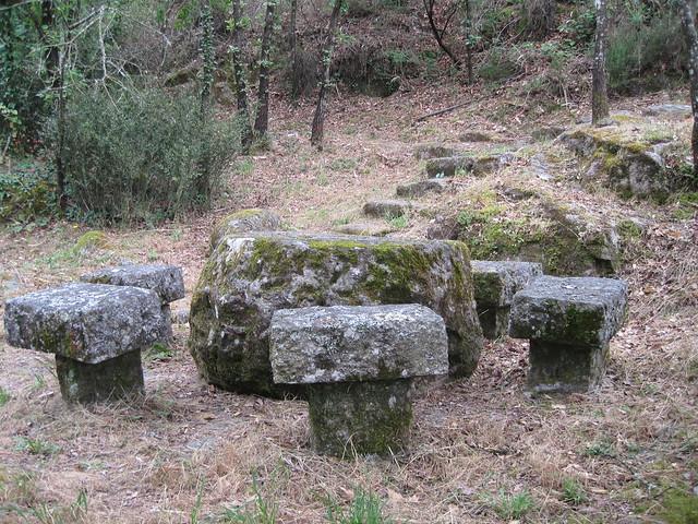 Mesa y Sillas en el Sendeiro do Río Vilameá en el Xurés