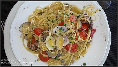 Linguine con vongole e ciliegino מנה מבין המנות של ה-אוכל בסיציליה