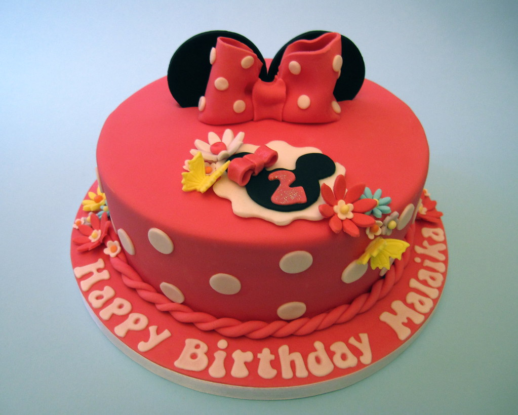 How To Make A Minnie Mouse Face Cake With Fondant