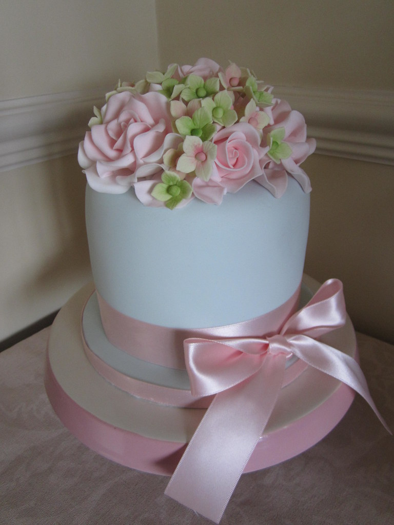 small wedding cakes with roses small wedding cake soft grey icing with sugar flowers 20247