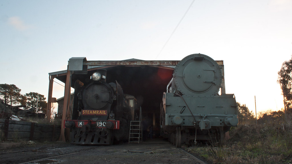 K190 and R700 at Ballarat East | R700 will be towed back to ...