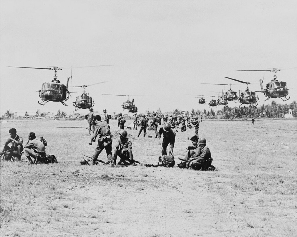 helicopters of the vietnam war with 10165968906 on 10165968906 likewise No furthermore Bell UH 1D Iroquois MARINES 197136254 additionally Bell 204 uh 1c huey together with File UH 1E HAL 4 LST 821 Oct1967.