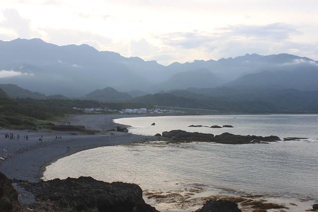 從三仙台八拱橋上遠眺比西里岸。圖片來源:台灣環境資訊協會。