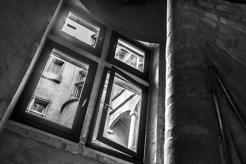 Traboule, fenêtre
