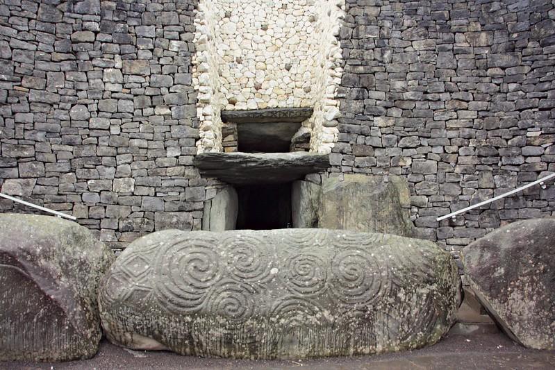 Brú na Bóinne - Newgrange sisäänkäynti