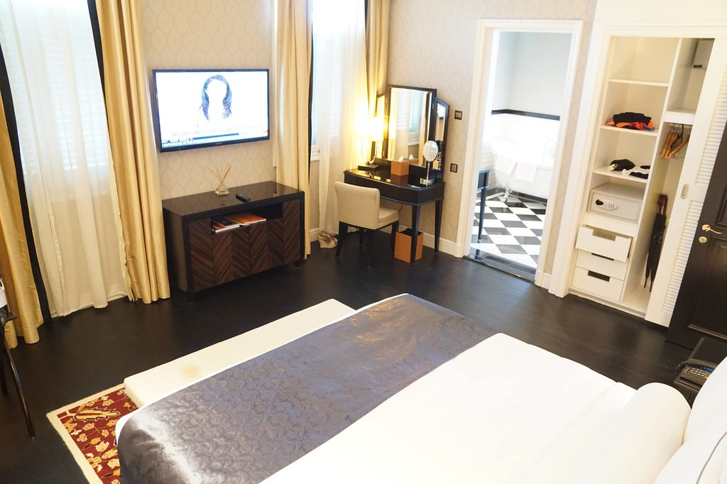 Staying at Majestic Hotel KL - the Governor Suite -002