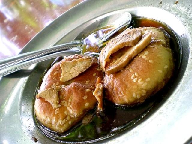 Kompia with sauce
