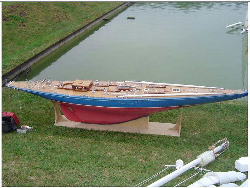 Endeavour sailboat model 16590747764_bdf97d3b4c_c