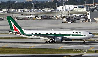 Alitalia A330-200 taxiing (E.Moura)