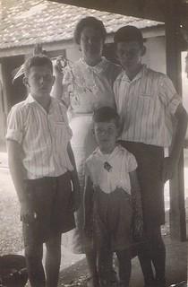1934-03 Makassar Oma, Cor, Koos, Henk