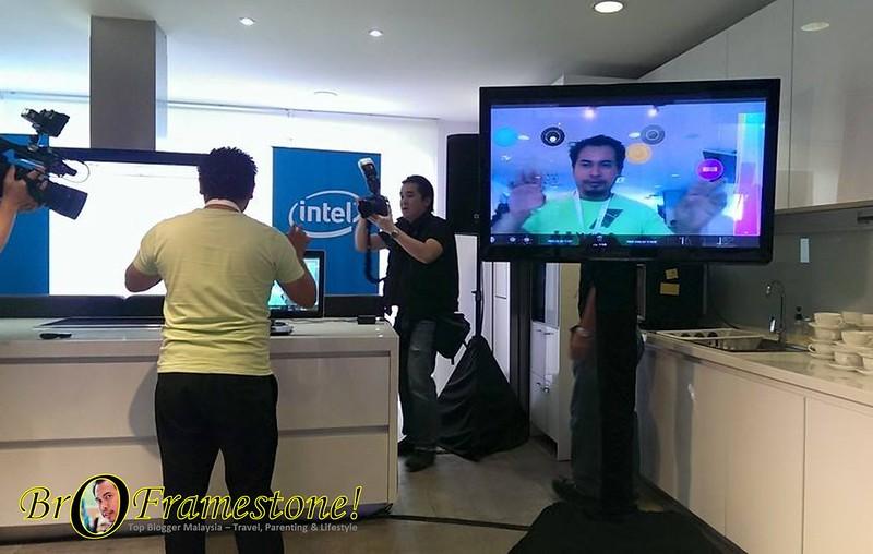 Berinteraksi dengan Teknologi Intel RealSense