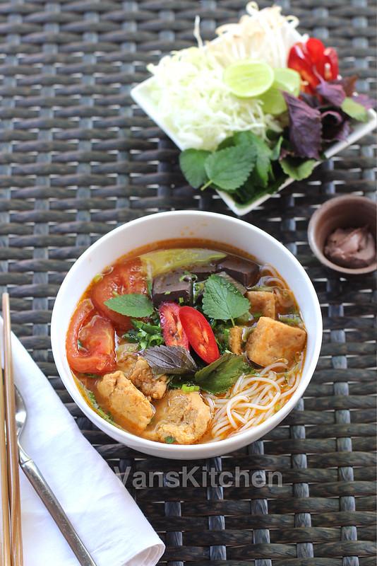 Vietnamese crab noodle soup (Bún riêu)
