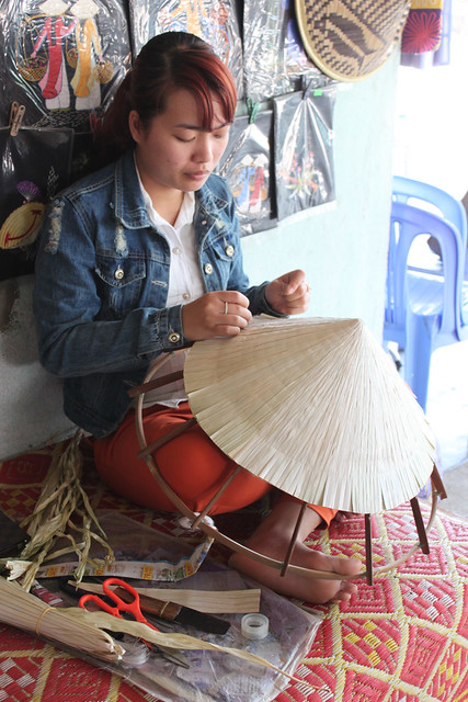 20140312_1294-Hue-poem-hat-maker_resize