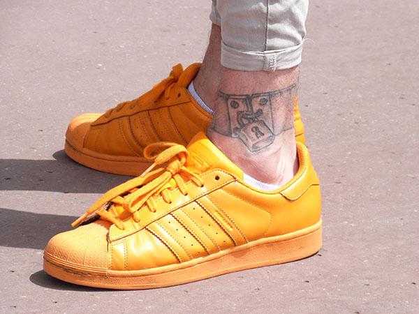 chaussures et tatouages