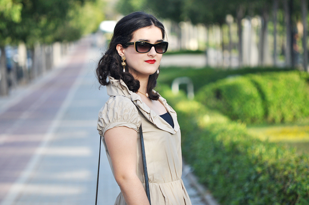 valencia blogger influencer moda something fashion, ted baker domina lady vintage bag, burberry outfit dress, prada earrings zara sandals, medium short curly hairstyle cut, valencia spain fashion blogger, how to wear vintage dress outfit