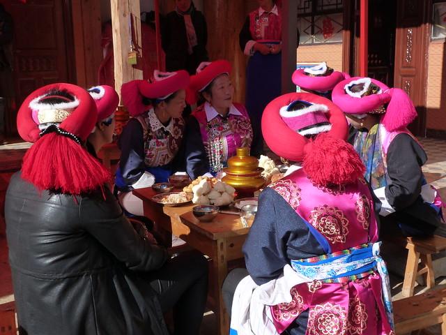 Mujeres tibetanas en una boda cerca de Shangri-La (Tibet de Yunnan, China)