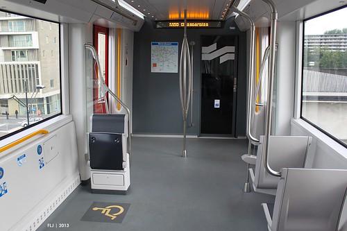 Gvb alstom metropolis m5 109 110 metro 50 interieur for Metro interieur