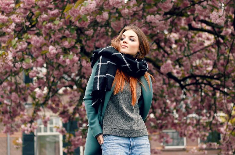 checked scarf, geruite sjaal, sjaals, scarfz.nl, scarfz, unisex sjaals, zwart/witte sjaal, regen, mei, bloesem, gesponsorde post, fashion is a party, fashion blogger, outfit, regen in mei, webshop beginnen