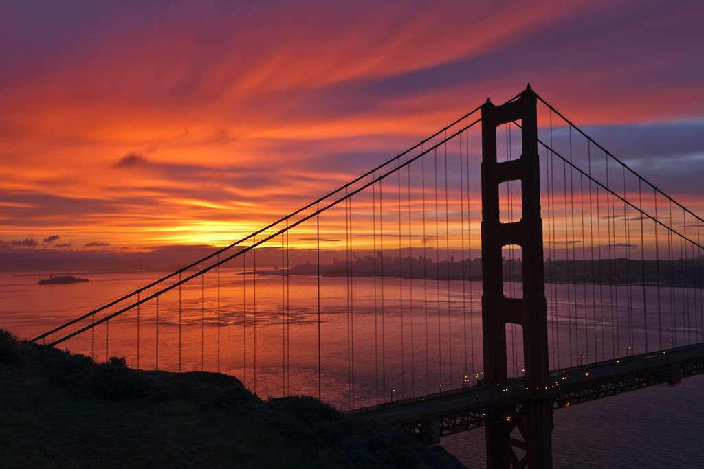 Golden Gate Bridge Cloudy Dawn | The north tower of the ...