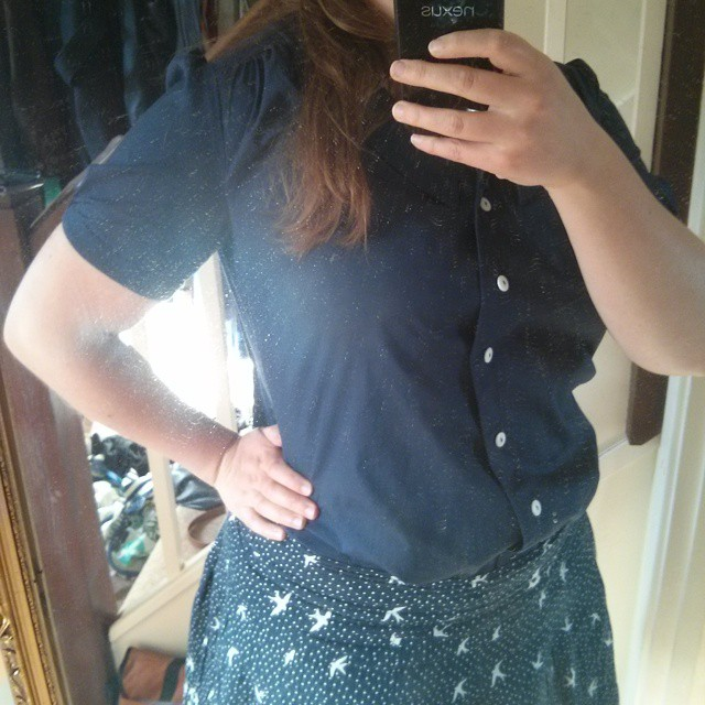 #mmm15 day 11 - a terrible photo of my first #loveatfirststitch Mimi Blouse with a RTW skirt. Cheap polycotton is not a good blouse fabric and I am not Tilly-shaped - needs more chest & sleeves and less waist & lower back. Shoulders are alright but don't