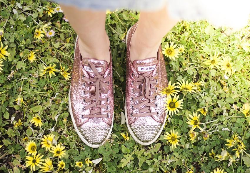 miu-miu-glitter-sneakers-pink-comfy-streetstyle