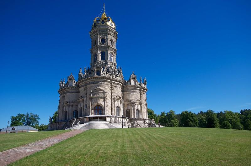 Храм Зна́мения Богордицы в Дубровицах, Подольский район, Россия