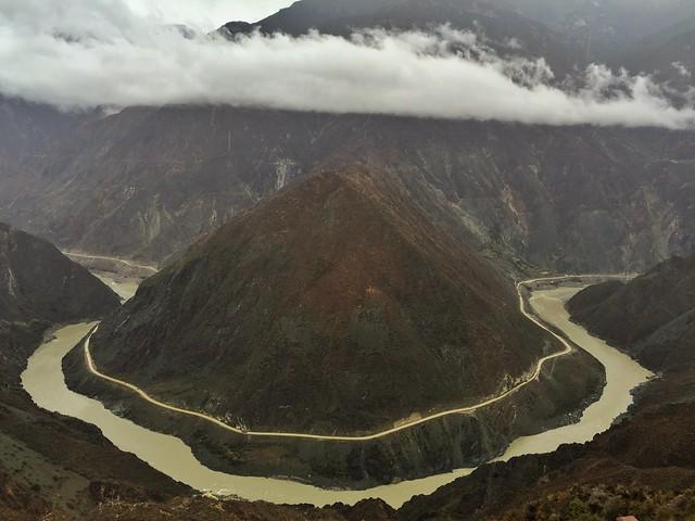 Primer gran meandro del río Yangtzé en China (Tibet de Yunnan)