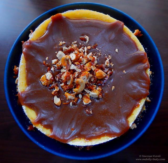 cheesecake cu sos caramel si caju