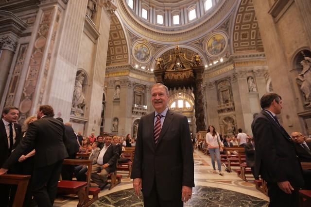 Gobernador partició de una misa en Italia