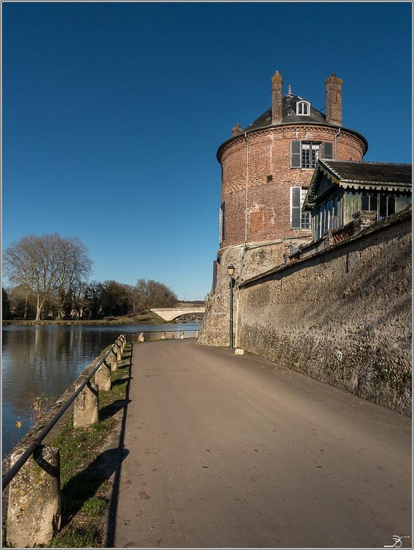 Vileneuve sur Yonne 31296091886_7500b6170a_c