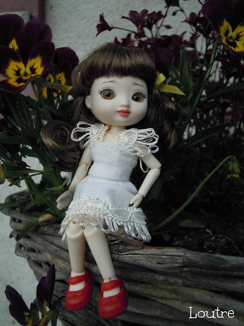 Amelia Thimble - Clarissa à l'extérieur p.3 - Page 2 17241598499_8a30bb87e8_z