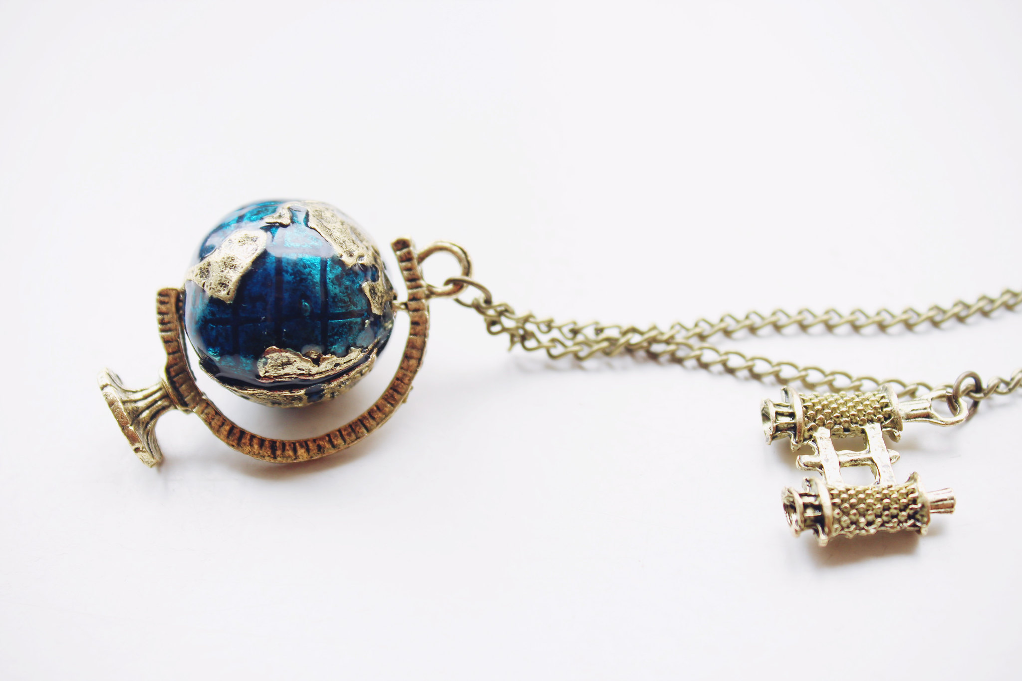 globuss-camera-traveling-necklace-ebay