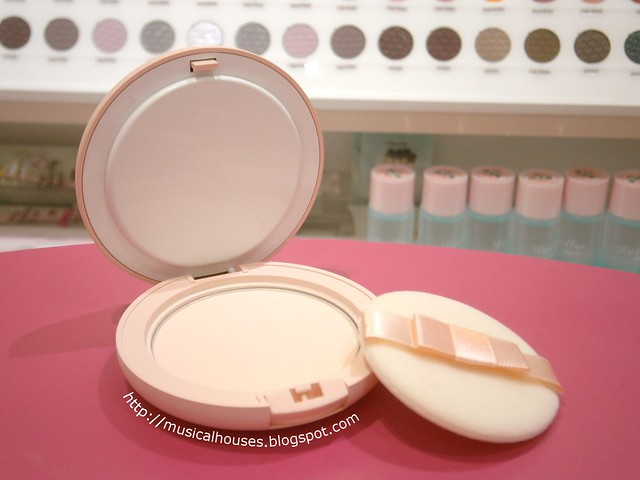 Etude House Dreaming Swan Veling Pact