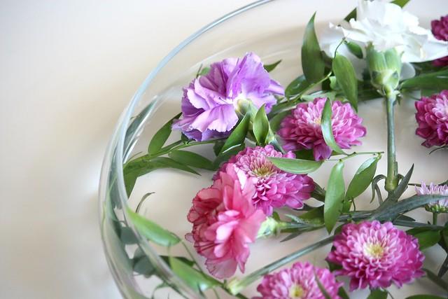 Vedessä kelluvat kukat Kaikki Paketissa