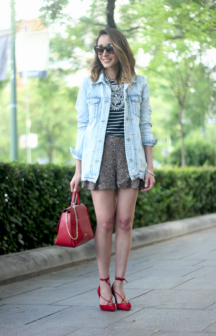 denim jacket sequins shorts striped top outfit09