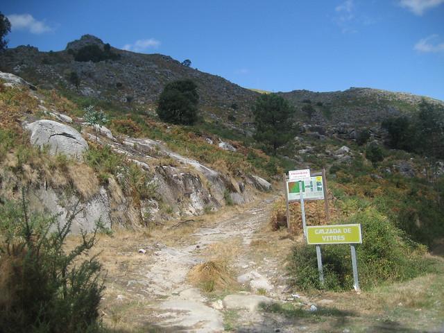 Inicio Calzada en el PR-G 146 Ruta Ambiental Castelo de Vitres