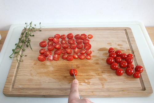 17 - Kirschtomaten halbieren / Cut cherry tomatoes in halfs