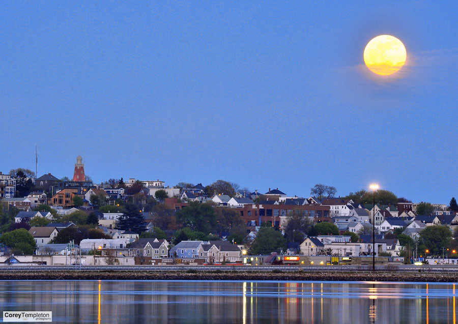 Supermoon over munjoy hill the 2012 supermoon rising - Camera world portland ...