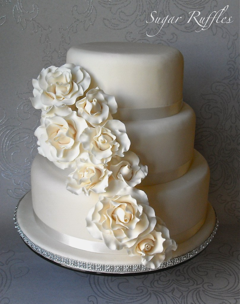 wedding cakes with ruffles and roses cascade wedding cake www sugarruffles 2012 04 26113