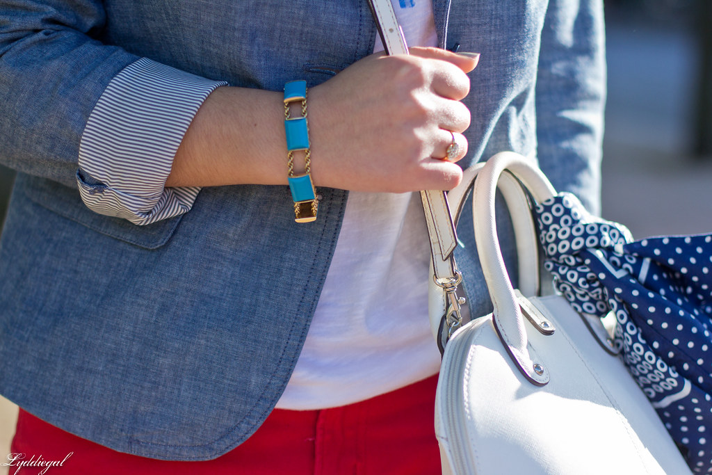 graphic tee, chambray blazer, red jeans, converse-7.jpg