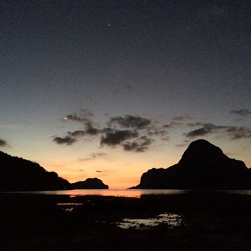 The moon, stars and El Nido. #elnido #palawan #philippines