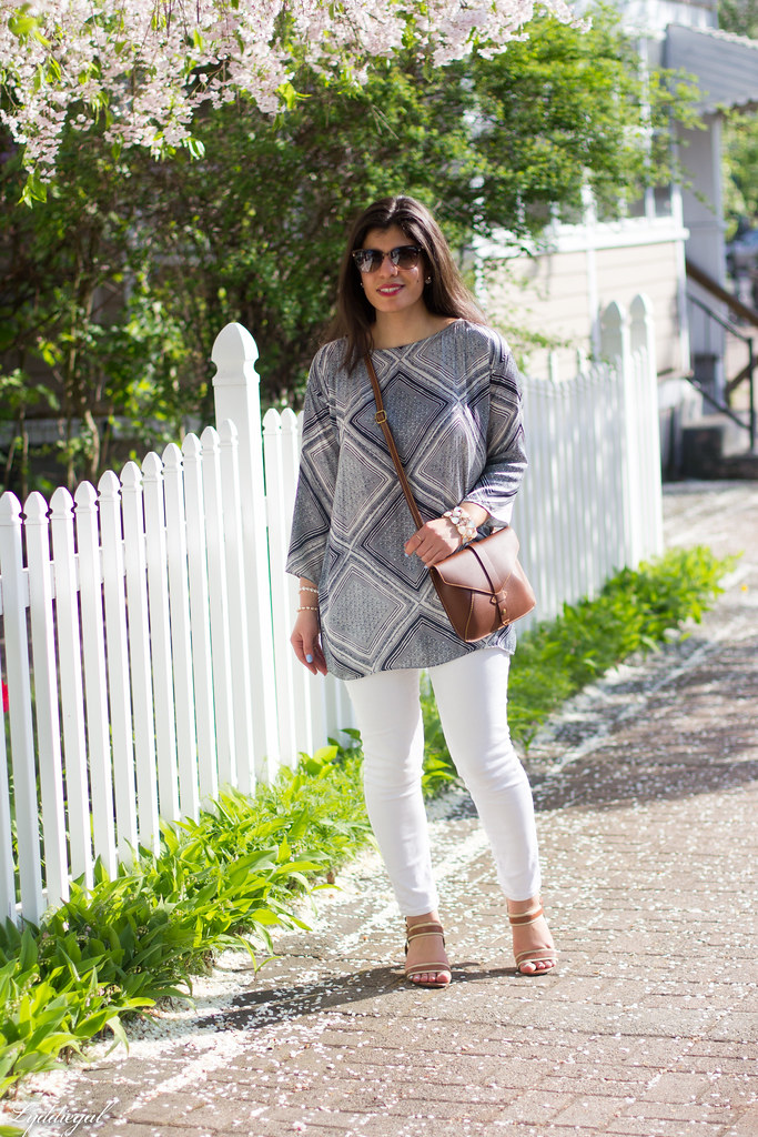 blue and white printed tunic, white jeans-2.jpg