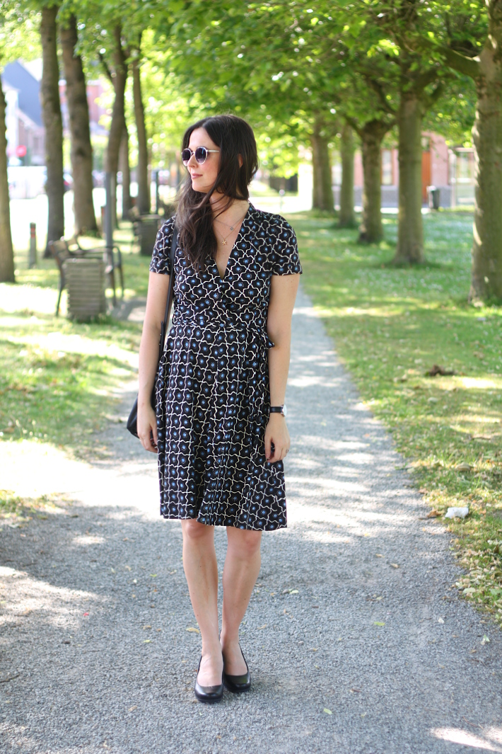 business casual outfit: wrap dress, rockport pumps