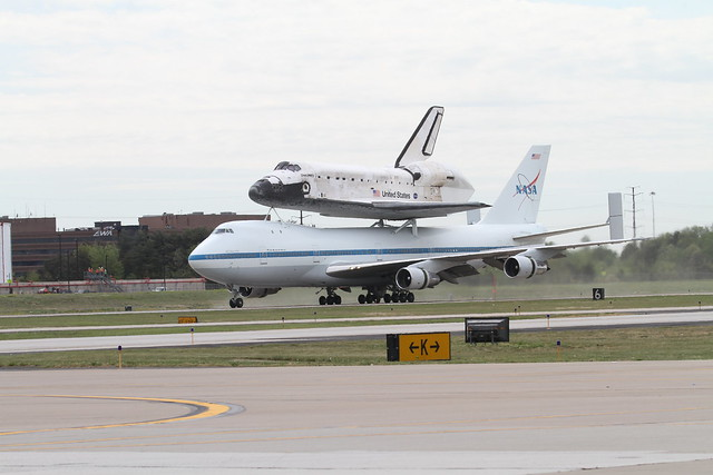 space shuttle discovery at dulles airport - photo #7