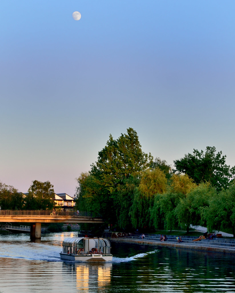 Mooning Over New Missoni: Summer Full Moon Over Ljubljanica River/ Poletna Polna Lun