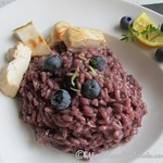 Blaubeer-Risotto, pikant mit Hähnchenbrust