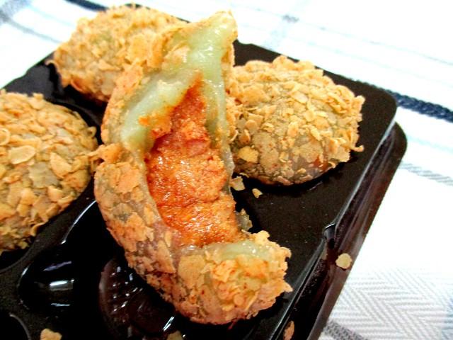Sarikei mochi, peanut butter filling