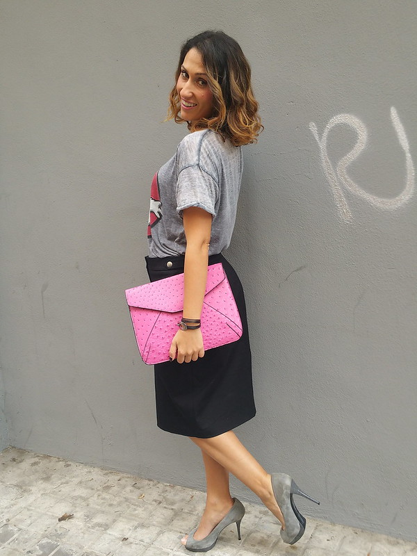 Camis, grupos, películas, gris, Cazafantasmas, falda lápiz negra, peep toes grises, bomber rosa, clutch fucsia, tees, groups, movies, t-shirt, grey Ghostbusters, black pencil skirt, grey peep toes, pink bomber, Fuchsia clutch, Pull & Bear, Cortefiel, Zara, Stradivarius, Suiteblanco, Uno de 50