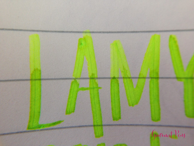 Ink Shot Review Lamy Neon Lime Ink @Fontoplum0 @Lamy (3)