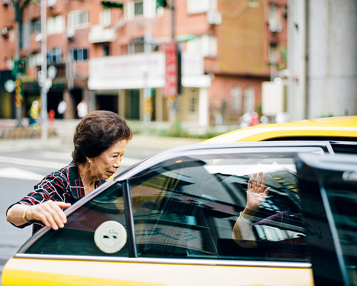 © 2016. Grandma says farewell to a departing friend who boarded her taxi, in Neihu District. Tuesday, Sept. 6, 2016. Portra 400+1, Pentax 6x7.